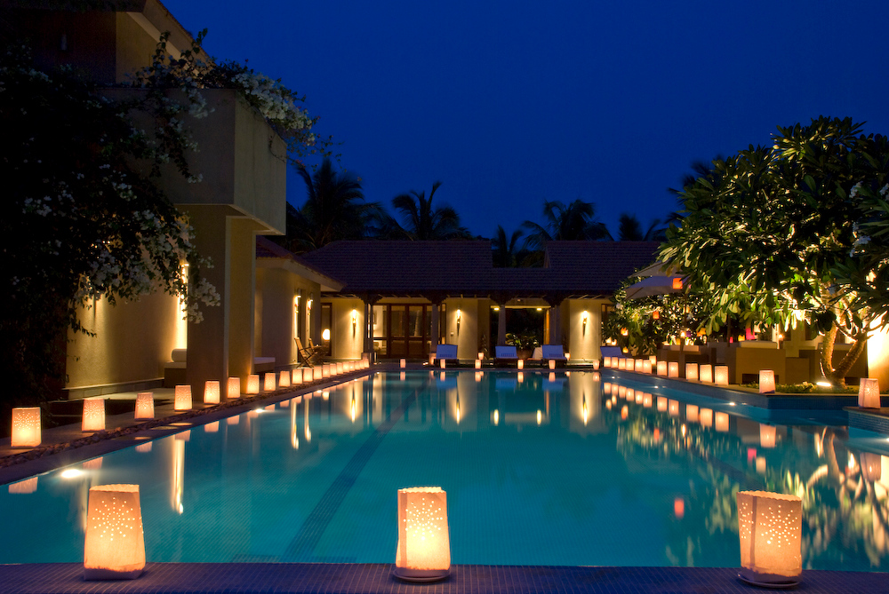 Poolside with paper lanterns7